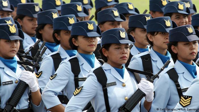Beautiful Female Soldiers around the World