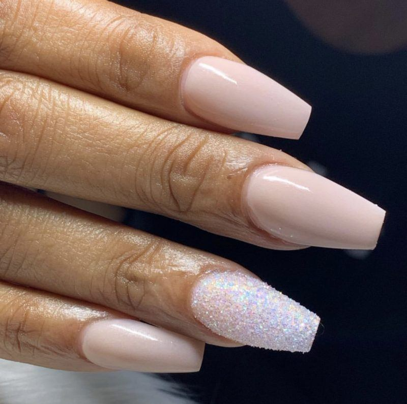 acrylic nails allow a woman