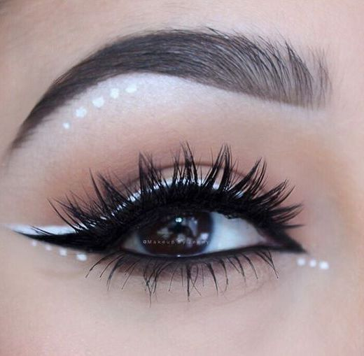 white eyeliner for bigger eyes