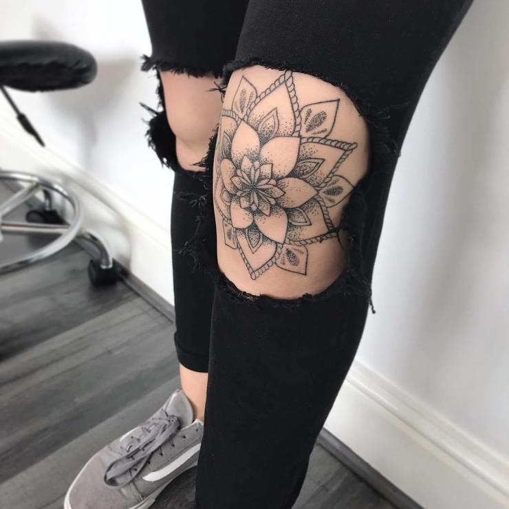 beautiful knee tattoos
