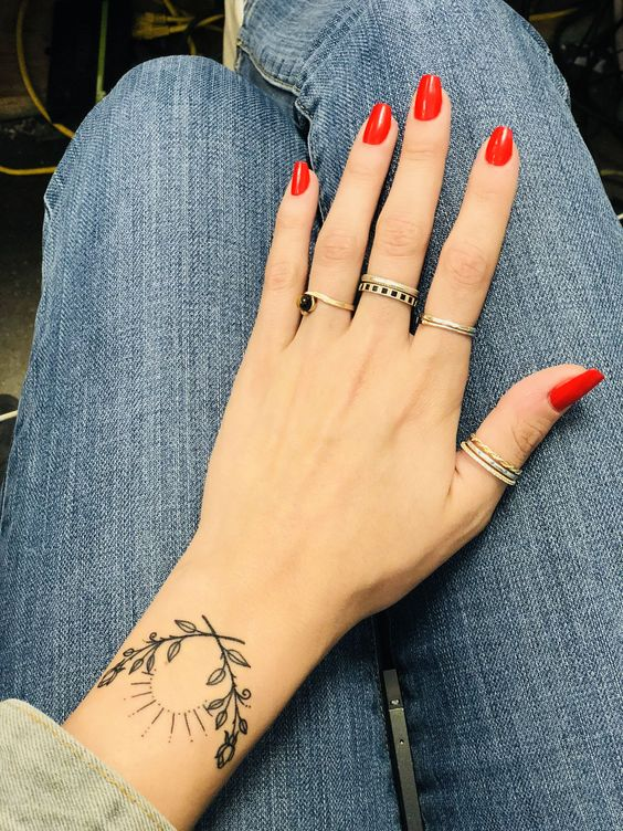 pretty tattoos for women on wrist images