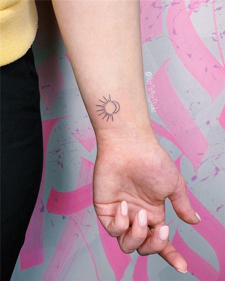 mini tattoos for ladies on wrist