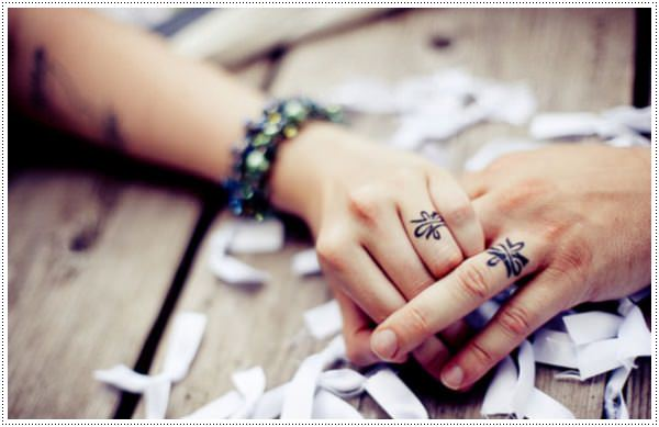 small meaningful tattoos for females on fingers