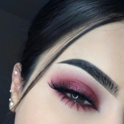 eyes and gold eyeshadow