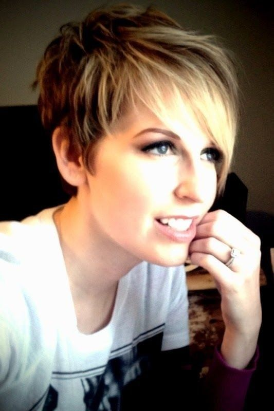 short hair cutting style for female layered cut