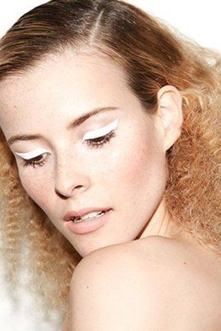 white graphic eyeliner
