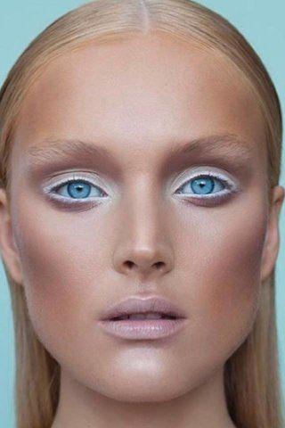 ariana grande white eyeliner