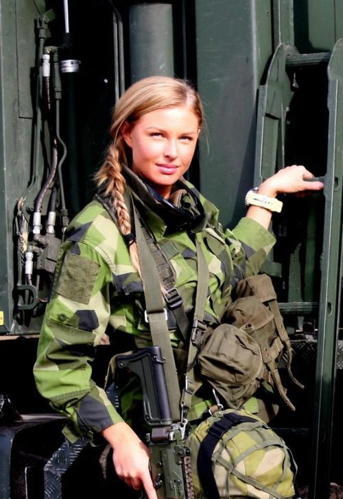 hot us army female soldiers