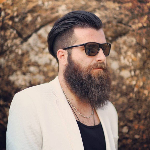Cool full beard styles for men with a completely