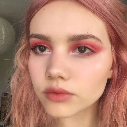 pink eyeshadow makeup look