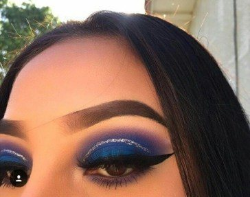 eye makeup with blue eyeshadow