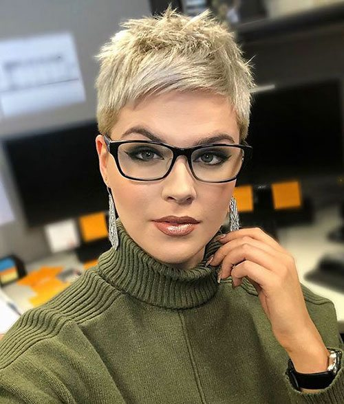 top middle part pixie cut for female over 30