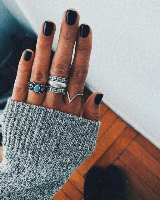black beautiful winter nails