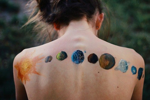 cool women body painting on back design