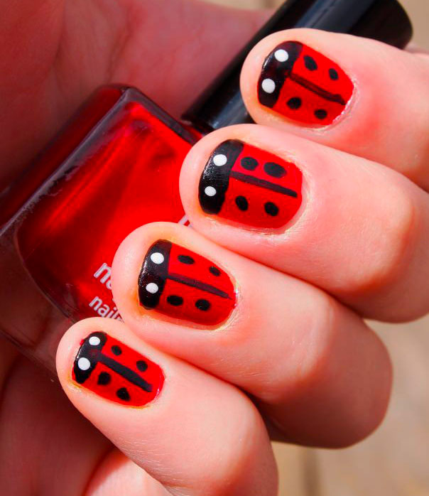 red nail with design