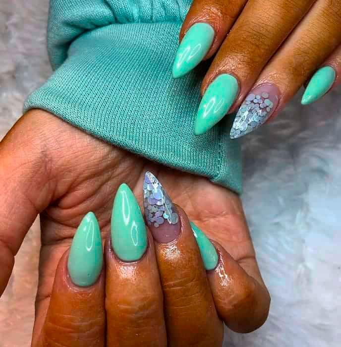 emerald green acrylic nails