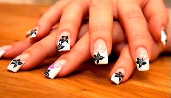 nails black and white design