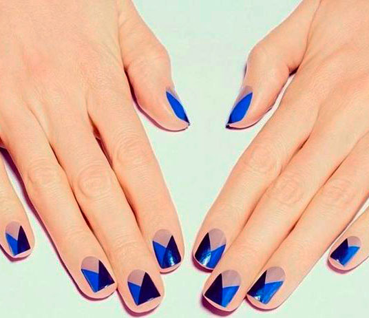 blue geometric gel nails