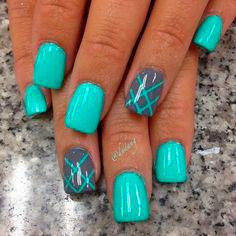 short mint green nails