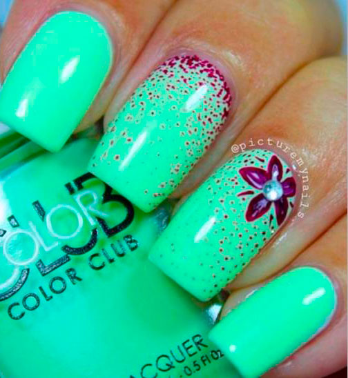 mint green nails picture