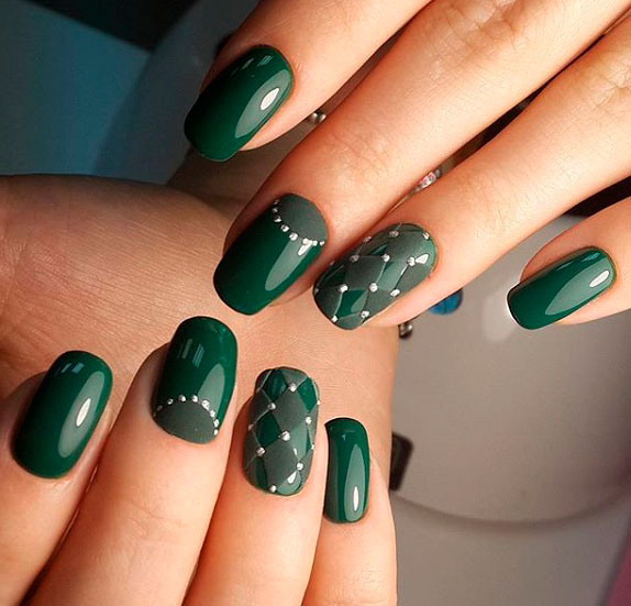 green nail for ladies