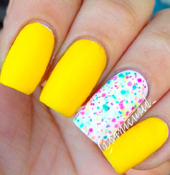 modern short yellow acrylic nails