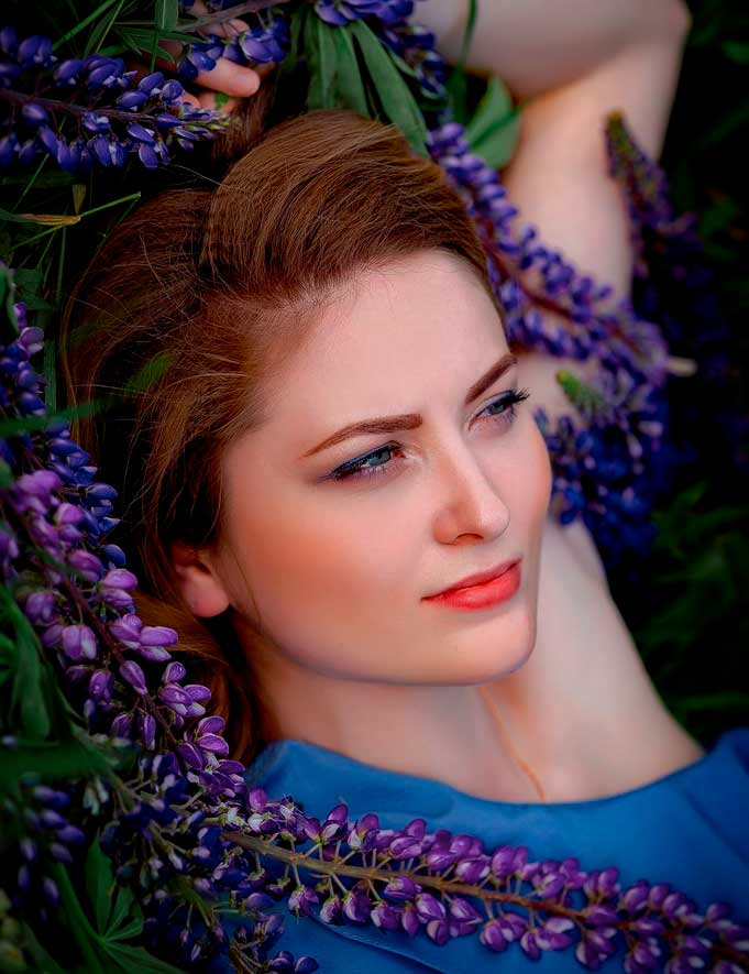 perfect female portrait pictures with flowers