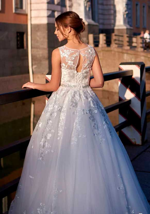wedding dress for outside wedding ceremony