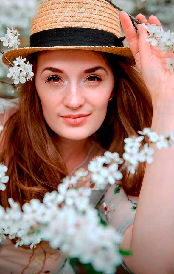 woman portrait photography with summer hat