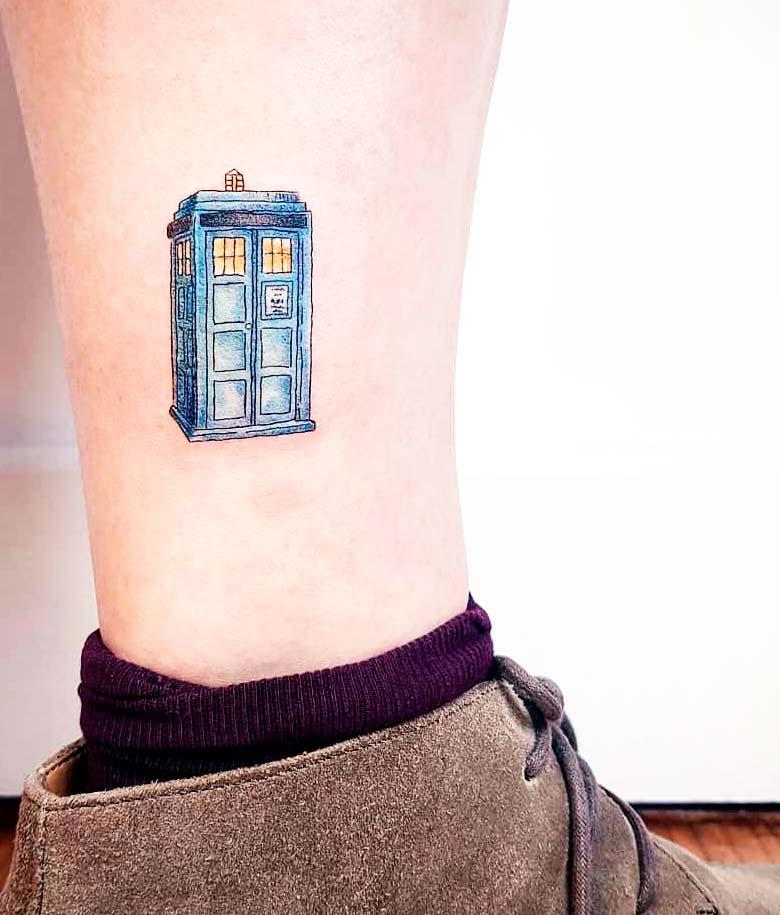 Small house inc art on leg