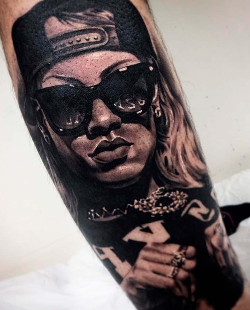 women full tattoo on men leg